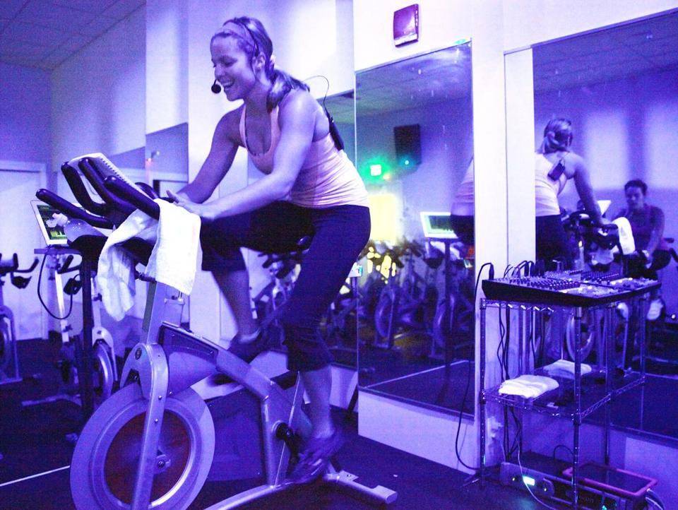 Instructor Jessica Bashelor led a class at the Handle Bar, one of about eight indoor cycling studios in Boston.
